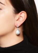 PAIR OF MABÉ PEARL AND DIAMOND EAR CLIPS
