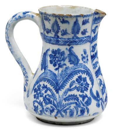 A BLUE AND WHITE KUTAHYA POTTERY JUG, TURKEY, FIRST HALF 18TH CENTURY