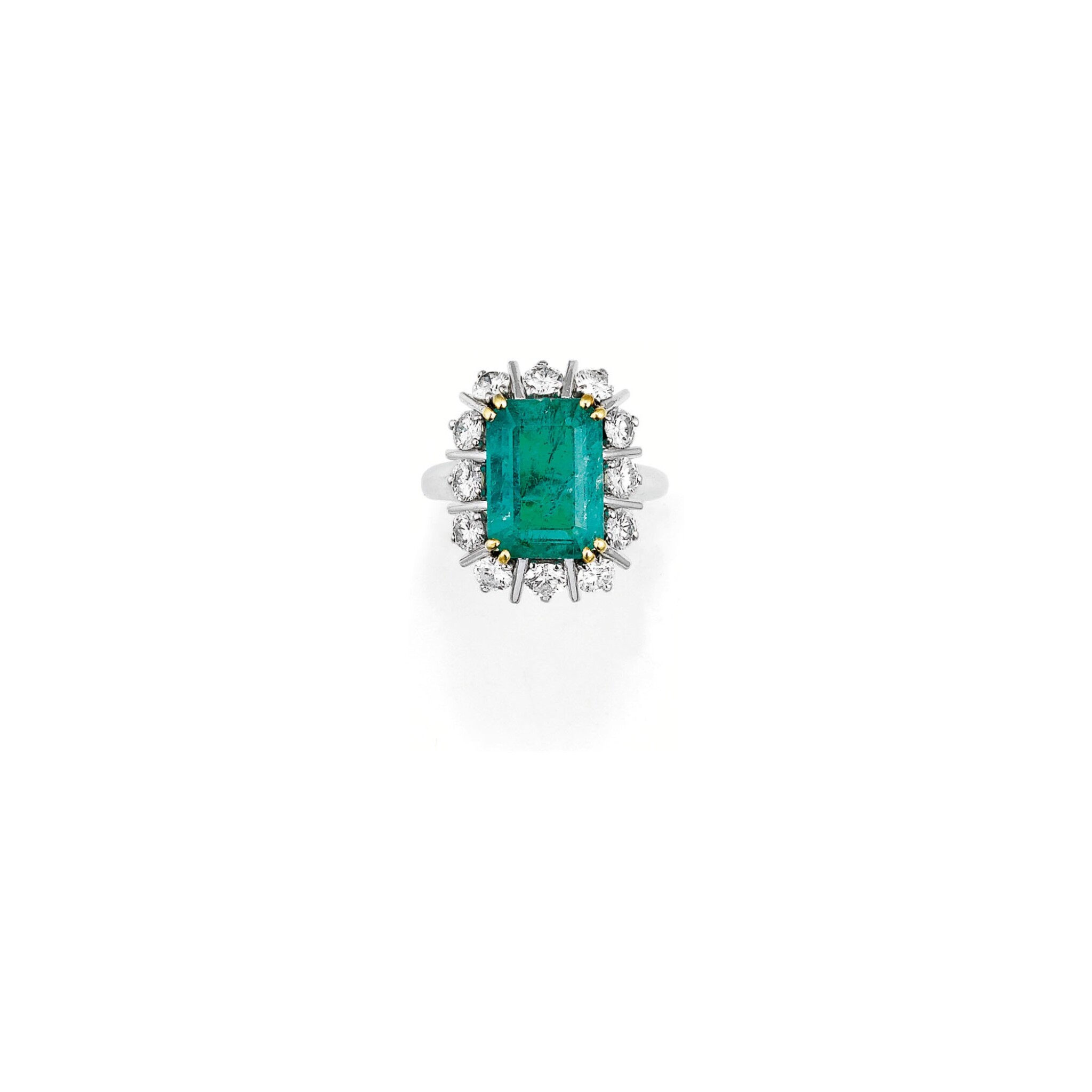 BAGUE ÉMERAUDE ET DIAMANTS, MAUBOUSSIN, VERS 1960 | EMERALD AND DIAMOND RING, MAUBOUSSIN, 1960S