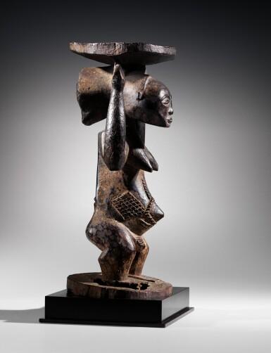 View 10. Thumbnail of Lot 50. Siège caryatide, Hemba / Luba, République Démocratique du Congo | Caryatid stool, Hemba / Luba, Democratic Republic of the Congo.