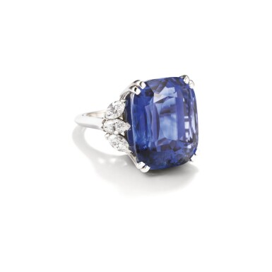 View 2. Thumbnail of Lot 228. BAGUE SAPHIR ET DIAMANTS | SAPPHIRE AND DIAMOND RING.