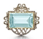 A FABERGÉ JEWELLED SILVER-TOPPED GOLD AND AQUAMARINE ANNIVERSARY BROOCH, WORKMASTER ALFRED THIELEMANN, ST PETERSBURG, 1908-1917