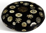 A MOTHER-OF-PEARL-INLAID BLACK LACQUER BOX AND COVER QING DYNASTY, 18TH CENTURY | 清十八世紀 黑漆嵌螺鈿團花紋蓋盒