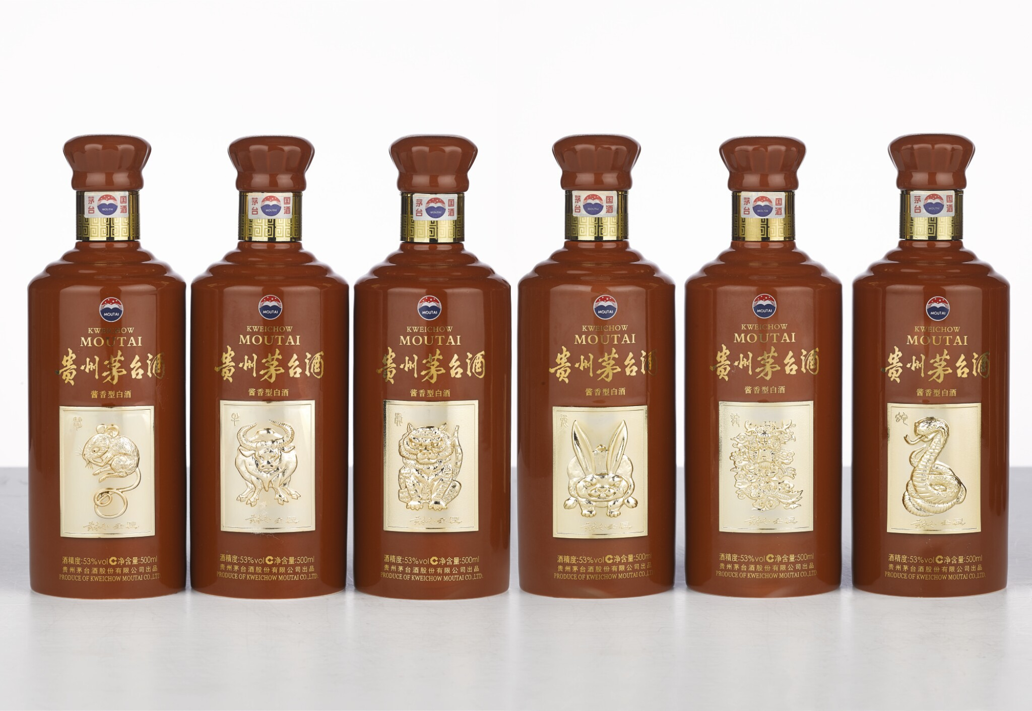 View full screen - View 1 of Lot 5568.  2012年產十二生肖貴州茅台酒(酒標黃永玉設計)Chinese Zodiac Limited Edition Set Moutai designed by Huang Yongyu 2012 (12 BT50).