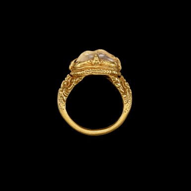 View 3. Thumbnail of Lot 1028. A gold and cabochon crystal repoussé ring Khmer, 8th - 11th century | 八至十一世紀 高棉 金嵌水晶戒指.