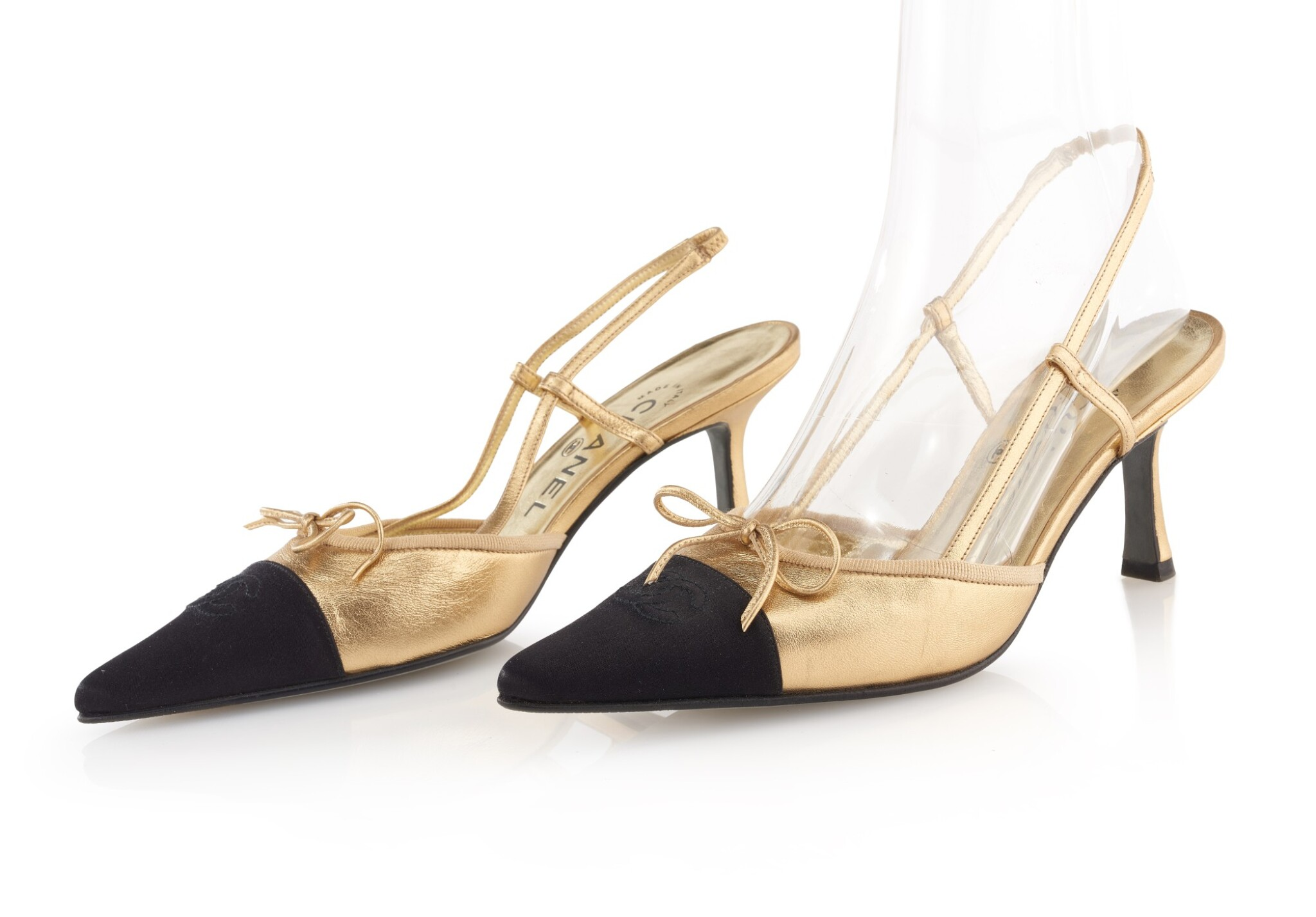 PAIR OF GOLD LEATHER AND BLACK CAP TOE SLINGBACK HEELS, CHANEL