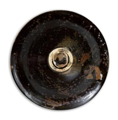 View 4. Thumbnail of Lot 28. A RARE HENAN BLACK-GLAZED 'OIL SPOT' BOWL NORTHERN SONG – JIN DYNASTY | 北宋至金 河南黑釉油滴天目茶盞.