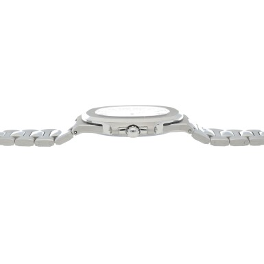 View 5. Thumbnail of Lot 68. 'Jumbo' Nautilus, Ref. 3700/1 Stainless steel wristwatch with date, bracelet and cork presentation case Made in 1976 | 百達翡麗 3700/1型號「'Jumbo' Nautilus」精鋼鍊帶腕錶備日期顯示,附軟木錶盒,1976年製.