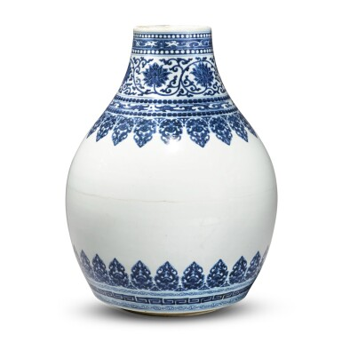 View 4. Thumbnail of Lot 32. A blue and white vase, Qing dynasty, Kangxi period.
