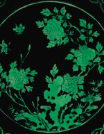 A BLACK-GROUND GREEN-ENAMELLED 'BUTTERFLY AND FLOWER' DISH, QIANLONG SEAL MARK AND PERIOD | 清乾隆 黑地綠彩蝶戀花紋盤 《大清乾隆年製》款