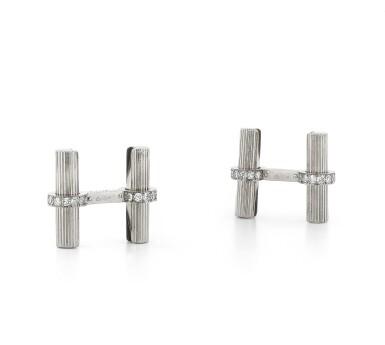 View 1. Thumbnail of Lot 96. Paire de boutons de manchette diamants | Pair of diamond cufflinks.
