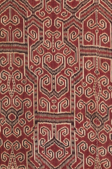 View 3. Thumbnail of Lot 2. Tissu cérémoniel pua, Iban, Bornéo, Indonésie, début du 20e siècle | Ceremonial cloth pua, Iban, Borneo, Indonesia, early 20th century.