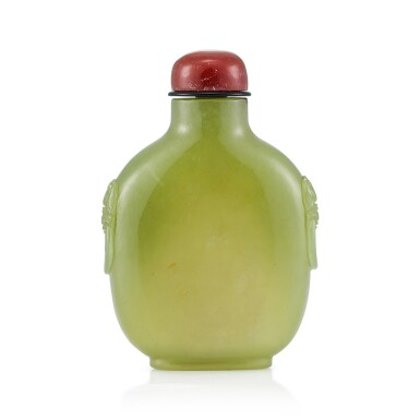 View 2. Thumbnail of Lot 3027. A Yellow and Russet Jade 'Dragons' Snuff Bottle Qing Dynasty, Qianlong Period   清乾隆 黃玉夔龍紋鋪獸首鼻煙壺.