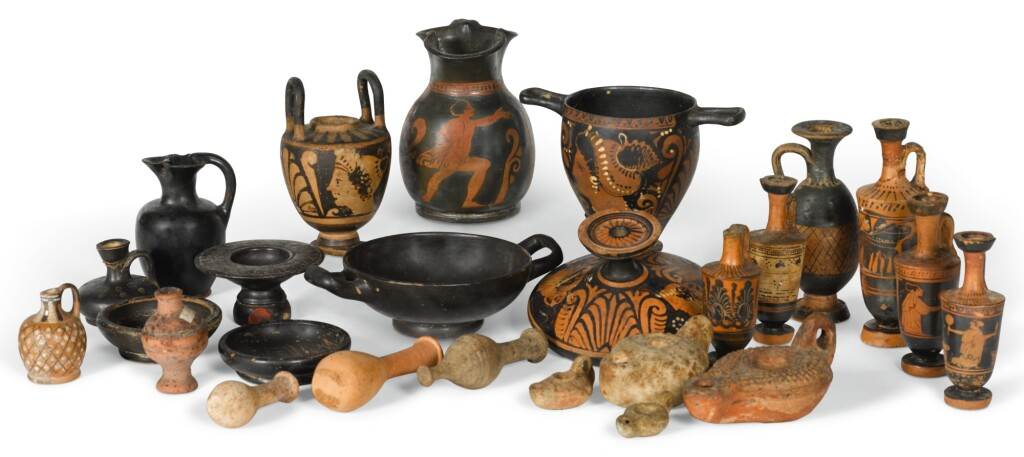 A GROUP OF GREEK POTTERY VESSELS, 5TH/3RD CENTURY B.C