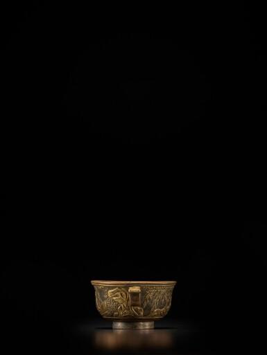 View 4. Thumbnail of Lot 124. A small parcel-gilt-bronze cup, Ming dynasty, Wanli period, dated renzi year, corresponding to 1612 | 明萬曆壬子年(1612年) 銅局部鎏金松下高士圖小盃 《萬曆壬子》款.