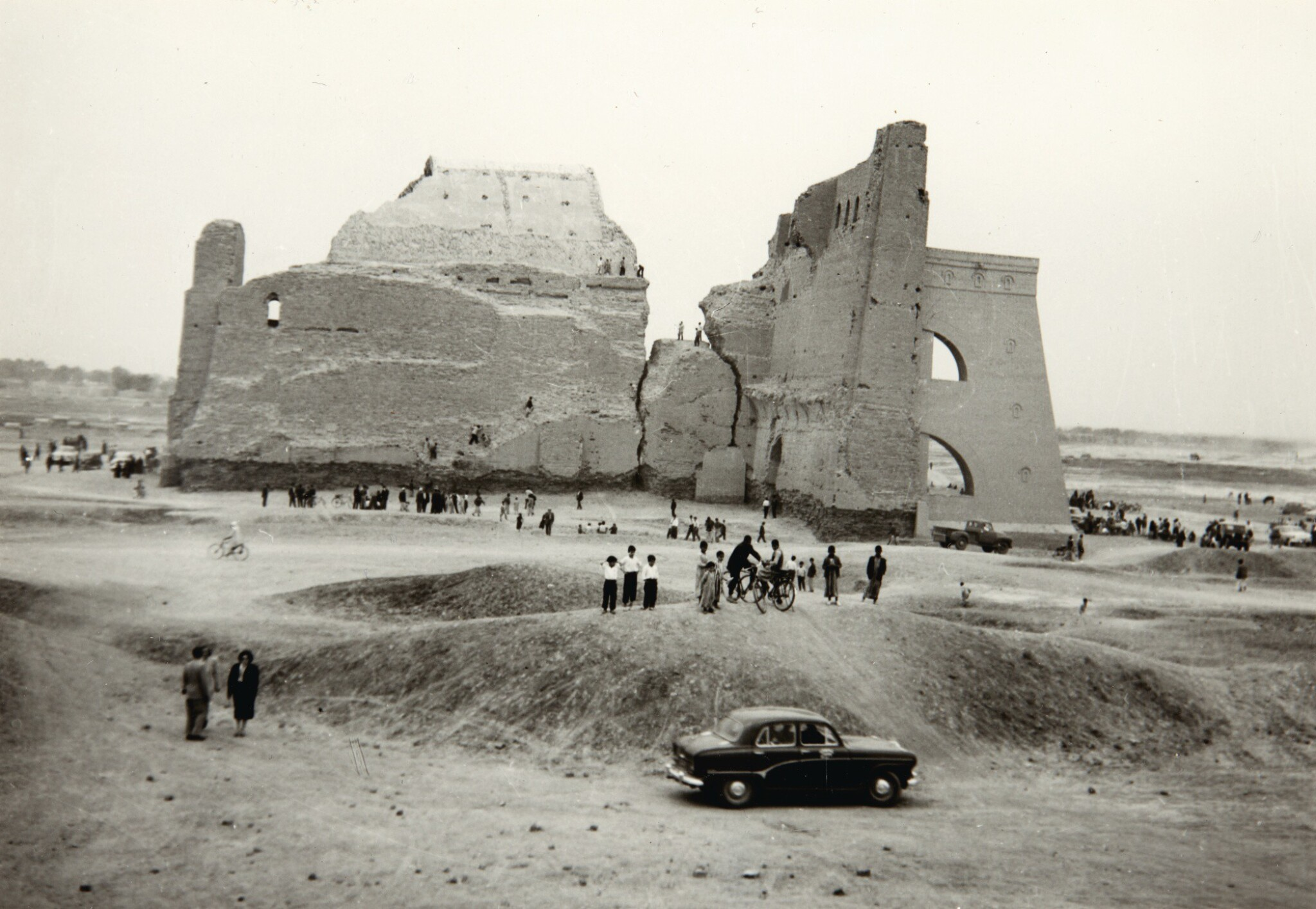 View full screen - View 1 of Lot 232. Iraq Construction works & photos plus 2 maps, 1955.
