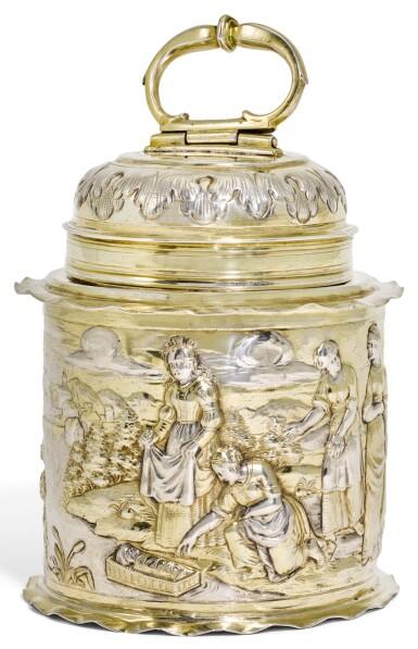 A GERMAN PARCEL-GILT SILVER CANNISTER, HANS PETRUS III, AUGSBURG, 1665-70