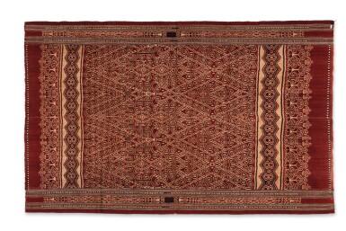View 4. Thumbnail of Lot 15. Tissu cérémoniel pua, Iban, Bornéo, Indonésie, ca.1900 | Ceremonial cloth pua, Iban, Borneo, Indonesia, about 1900.