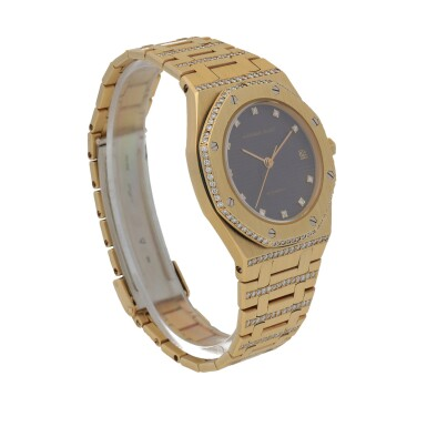 View 3. Thumbnail of Lot 519. Royal Oak Yellow gold and diamond-set wristwatch with date and bracelet Circa 1985 | 愛彼 「Royal Oak」黃金鑲鑽石鍊帶腕錶備日期顯示,年份約1985.