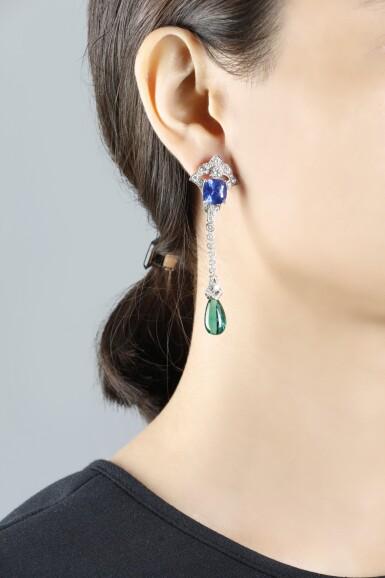 CARTIER [ 卡地亞] | PAIR OF SAPPHIRE, EMERALD AND DIAMOND PENDENT EARRINGS [藍寶石配祖母綠及鑽石吊耳環一對]