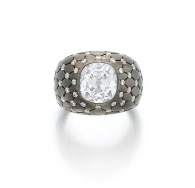 View 3. Thumbnail of Lot 140. Diamond ring (Anello con diamanti).
