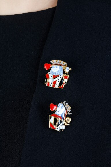 View 4. Thumbnail of Lot 689. Cartier | Pair of enamel and diamond clips, 'King of Hearts' and 'Queen of Hearts', circa 1950 | 卡地亞琺瑯配鑽石「King of Hearts」及「Queen of Hearts」別針一對,約1950年.