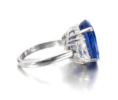 View 2. Thumbnail of Lot 635. Sapphire and diamond ring | 藍寶石配鑽石戒指.