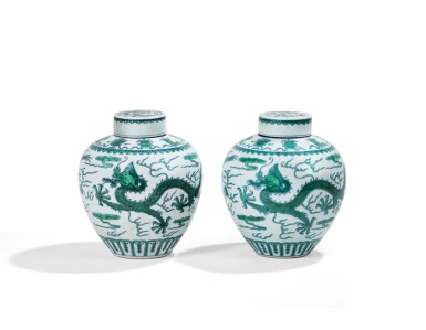 View 2. Thumbnail of Lot 13. DEUX JARRES COUVERTES EN PORCELAINE BLEU BLANC ÉMAILLÉE VERT MARQUES ET ÉPOQUE QIANLONG | 清乾隆 青花綠釉龍紋蓋罐兩件 《大清乾隆年製》款 | Two green-enamelled 'dragon' jars and covers, Qianlong seal marks and period .