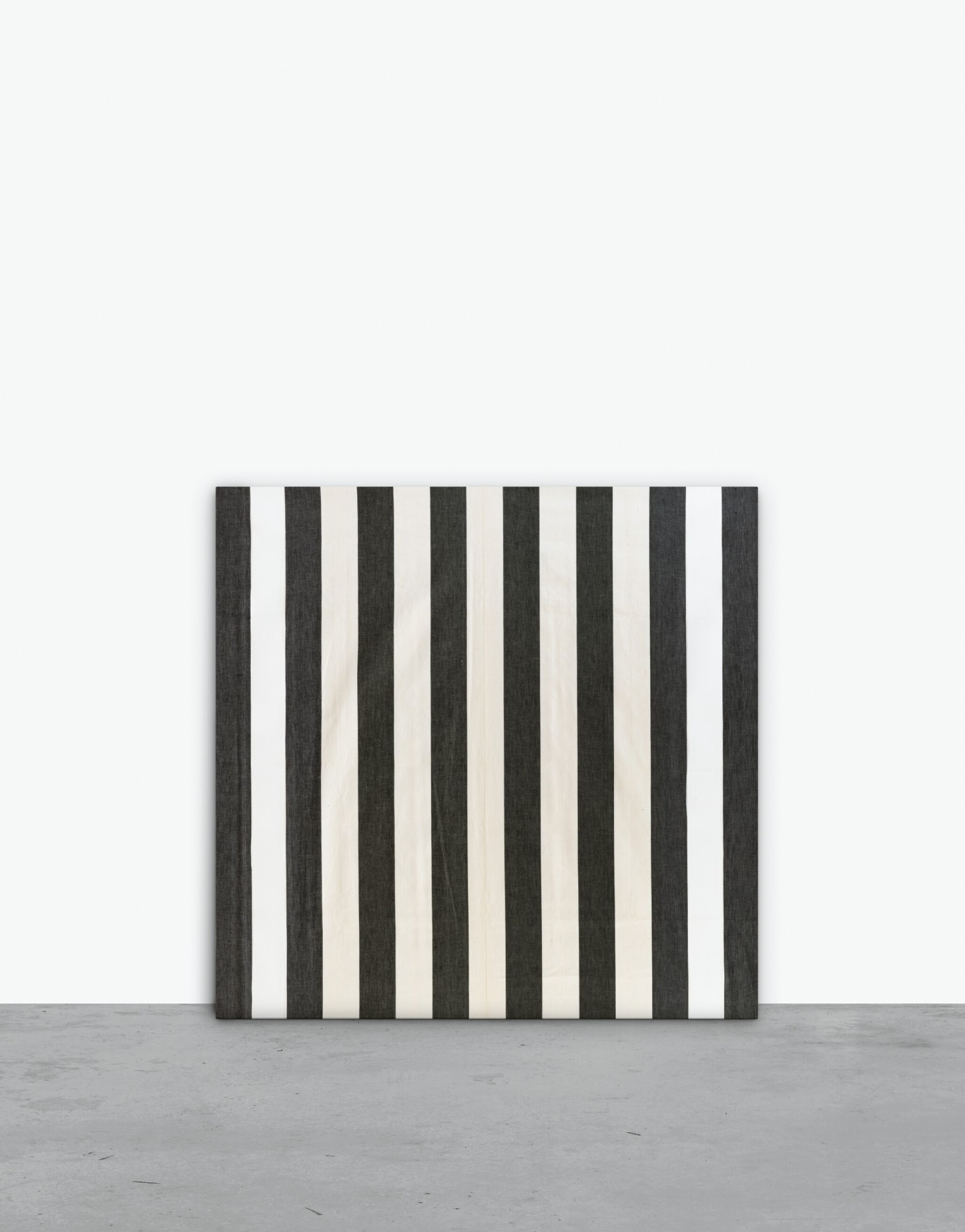 View full screen - View 1 of Lot 130. Peinture acrylique blanche sur tissu rayé blanc et noir.