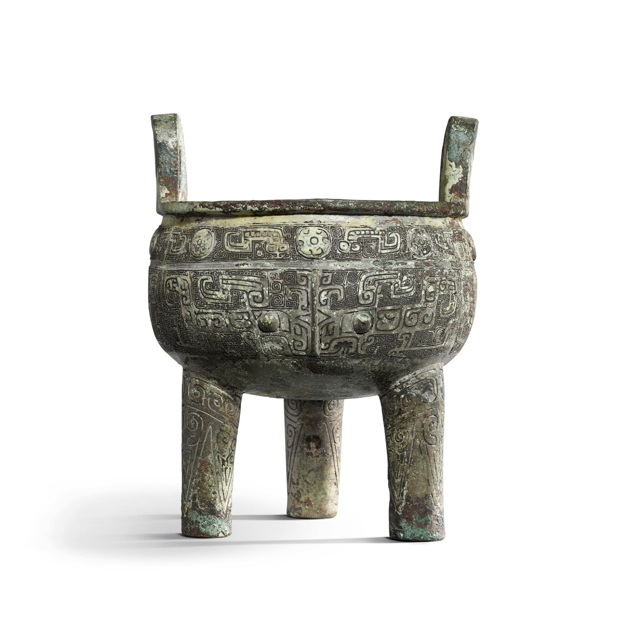 View full screen - View 1 of Lot 31. An important inscribed archaic ritual bronze food vessel (Ding), Late Shang dynasty, 13th - 11th century BC | 商末 公元前十三至十一世紀 犬祖辛祖癸鼎.