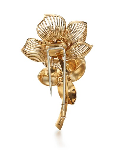 View 3. Thumbnail of Lot 9130. GOLD AND DIAMOND BROOCH, MELLERIO | K金 配 鑽石 別針, Mellerio.