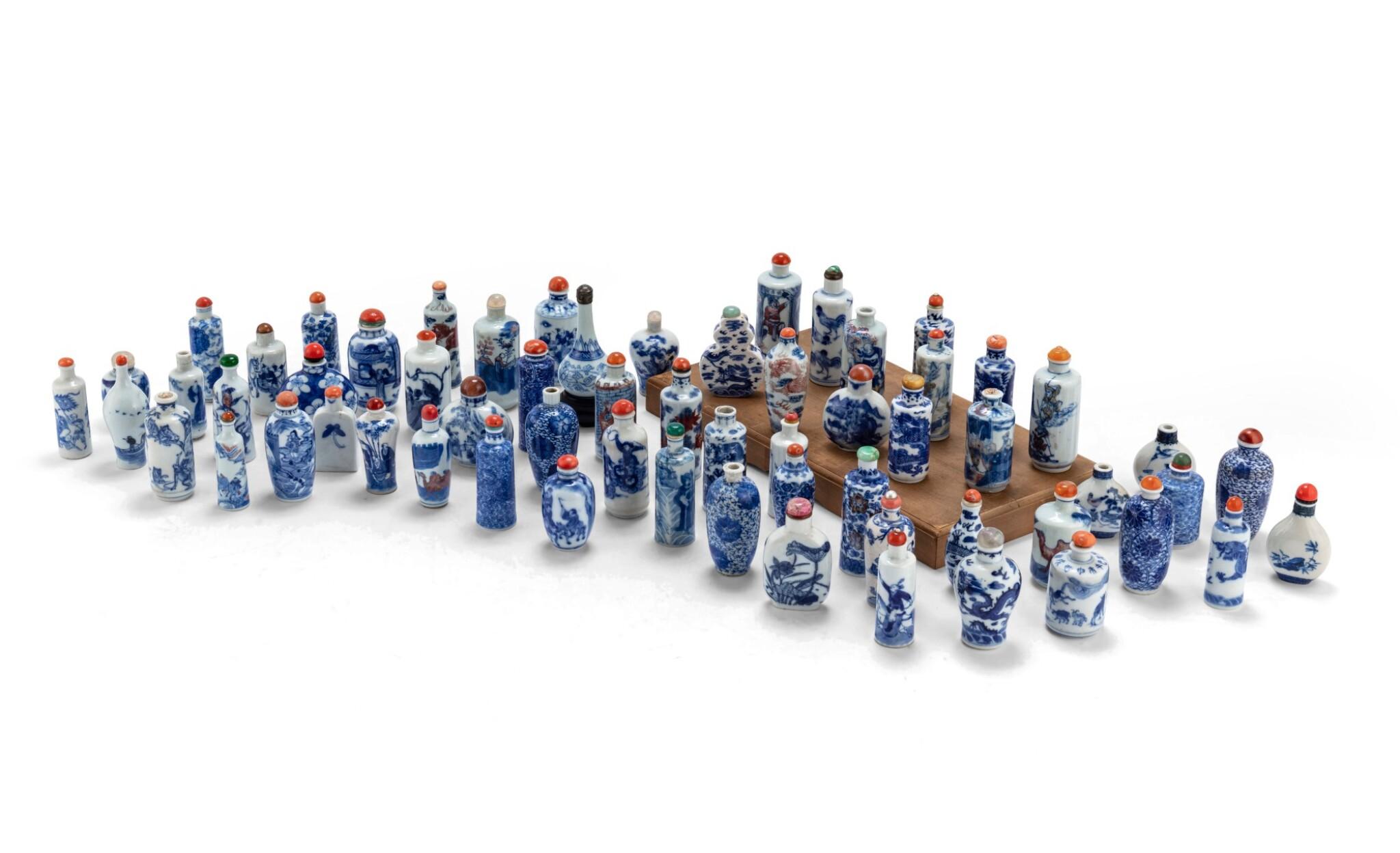 View 1 of Lot 233. Ensemble de 62 tabatières en porcelaine bleu blanc Dynastie Qing, XVIIIE-XXE siècle | 清十八至二十世紀 青花鼻煙壺一組六十二件 | A group of sixty-two blue and white snuff bottles, Qing Dynasty, 18th-20th century.