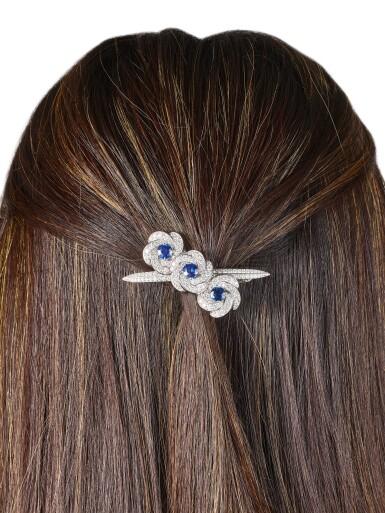 View 4. Thumbnail of Lot 1040. 'Triple Swirl', Sapphire and Diamond Hair Slide | 格拉夫| 'Triple Swirl' 藍寶石 配 鑽石 髮飾 (藍寶石及鑽石共重約3.70及4.40克拉).