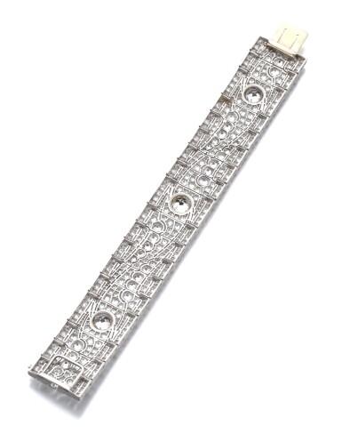 View 4. Thumbnail of Lot 602. Diamond bracelet, 1930s   鑽石手鏈, 1930年代.