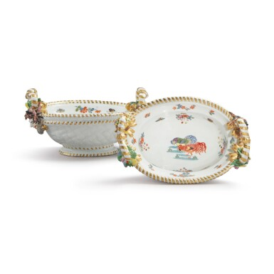 A PAIR OF MEISSEN OVAL SMALL BASKETS CIRCA 1735