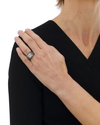 View 5. Thumbnail of Lot 140. Diamond ring (Anello con diamanti).