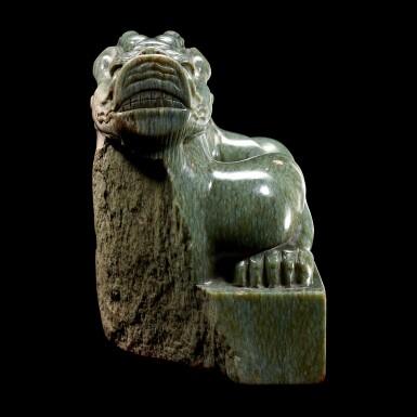 View 3. Thumbnail of Lot 3601. A superb imperial green jade memorial seal of the Yongle Empress Wen Ming dynasty, Hongxi period | 明洪熙 永樂仁孝文皇后青玉龍鈕諡寶 印文:……天齊聖文皇后寶.
