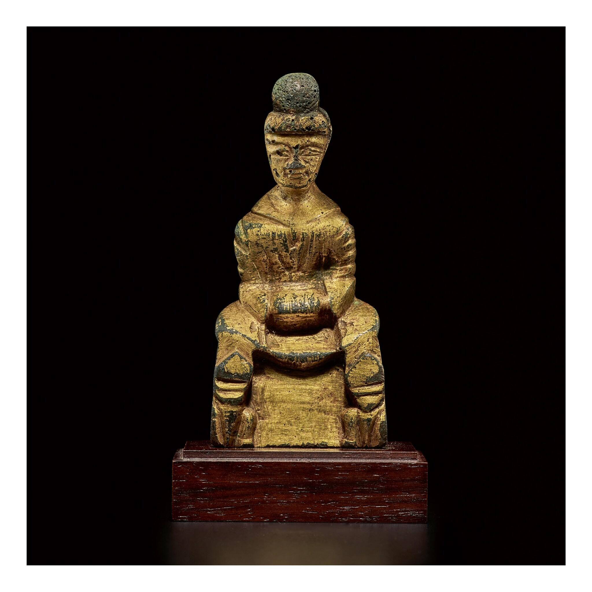 View full screen - View 1 of Lot 587. A SMALL GILT-BRONZE FIGURE OF BUDDHA,  SIXTEEN KINGDOMS PERIOD.