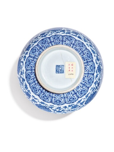 View 6. Thumbnail of Lot 147. A Ming-style blue and white bottle vase, Qianlong seal mark and period   清乾隆 青花纏枝蓮紋賞瓶  《大清乾隆年製》款.