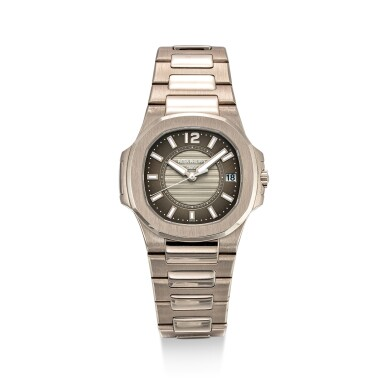 PATEK PHILIPPE    NAUTILUS, REFERENCE 7011,  A WHITE GOLD BRACELET WATCH WITH DATE, CIRCA 2008
