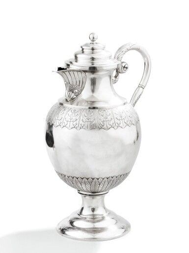 A VERY LARGE SILVER COVERED EWER, PROBABLY SCHWEINFURT CIRCA 1820 |  TRÈS GRANDE AIGUIÈRE COUVERTE EN ARGENT, PROBABLEMENT SCHWEINFURT VERS 1820