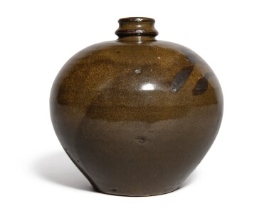 View 4. Thumbnail of Lot 108. An iron-brown-decorated teadust-glazed vase, Jin dynasty | 金 茶葉末釉鐵鏽花紋小口瓶.