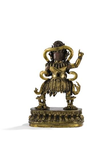 RARE ET GRANDE STATUETTE DE YIDAM EN BRONZE DORÉ DYNASTIE MING, DÉBUT XVE - MILIEU DU XVE SIÈCLE | 明十五世紀早至中期 鎏金銅本尊立像 | A rare and large gilt-bronze figure of Yidam, Ming Dynasty, early to mid-15th century