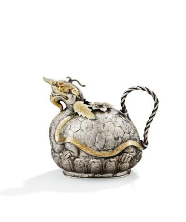 A PARCEL-GILT DRAGON-SHAPED SILVER KENDI, CHINA, 19TH CENTURY   KENDI EN ARGENT ET VERMEIL, CHINE, XIXE SIÈCLE, EN FORME DE DRAGON