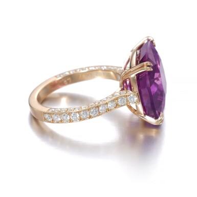 View 2. Thumbnail of Lot 739. Pink-purple sapphire ring | 粉紫色剛玉戒指.