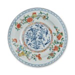 A RARE MEISSEN FAMILLE-VERTE LARGE CHARGER CIRCA 1735