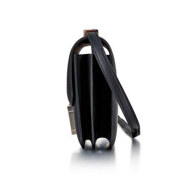 View 3. Thumbnail of Lot 8305. Noir Swift Marble Lock Constance 18 Palladium Hardware, 2021 | 愛馬仕黑色 Swift 小牛皮18公分 Marble Lock Constance 包,配鍍鈀金屬件,2021年.