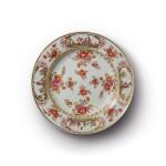 A MEISSEN CHINOISERIE PLATE CIRCA 1725-30
