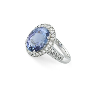 Tanzanite and diamond ring [Bague tanzanite et diamants]