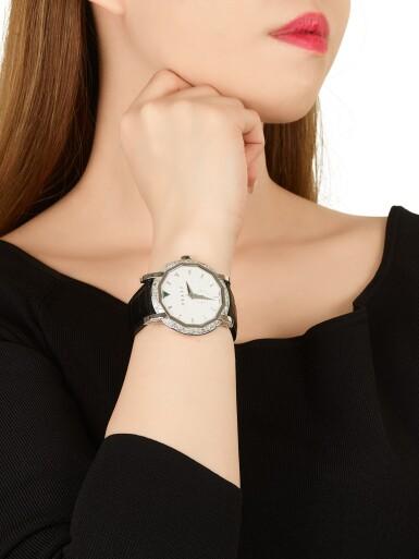 View 4. Thumbnail of Lot 1842. 'GraffStar' Limited Edition Diamond and Emerald Wristwatch with Date   格拉夫   'GraffStar' 限量版鑽石 配 祖母綠 自動上鏈腕錶,附日期顯示.